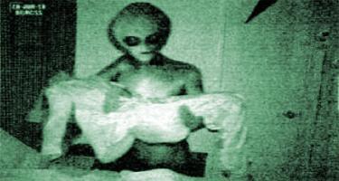 alieno in braccio