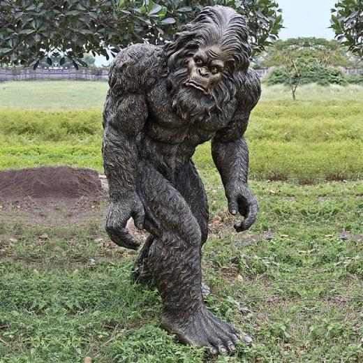 lifesize-bigfoot-statue-1